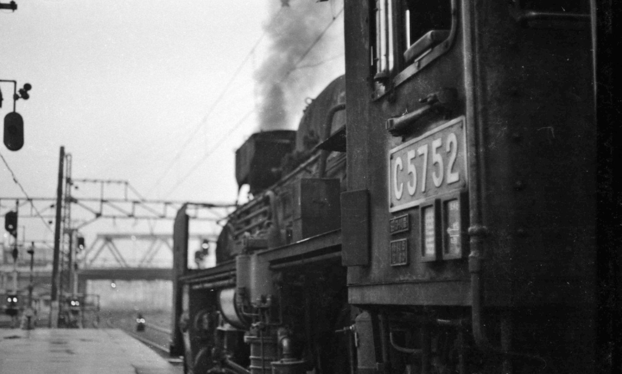 懐かしい蒸気機関車と鉄道風景